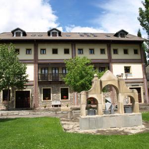 Hotel Pictures: Casa Forestal, Morillo de Tou