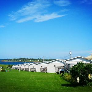 Hotel Pictures: Blue Crest Cottages, North Rustico