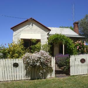 Hotellikuvia: Miss Pym's Cottage, Maldon