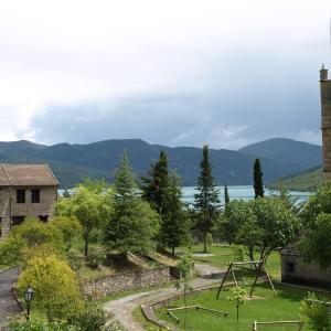Hotel Pictures: Albergue Residencia, Morillo de Tou