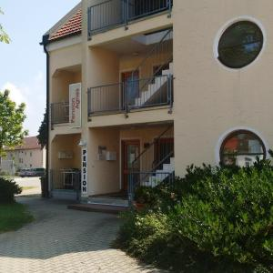 Hotel Pictures: Hotel Pension Agnes, Burgau