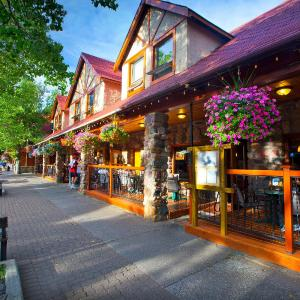 Hotel Pictures: Bayshore Inn Resort and Spa, Waterton Park