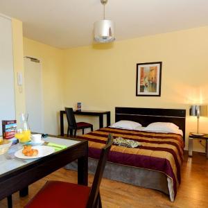 Фотографии отеля: Appart'Hotel Odalys Olympe, Антиб