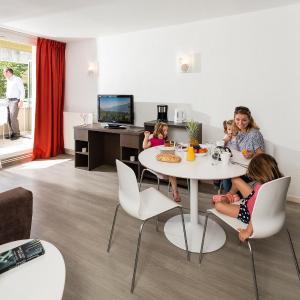 Hotel Pictures: Les Loges Du Park, Aix-les-Bains