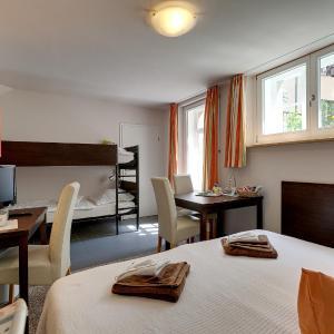 Hotelbilleder: Hotel Kleine Radlerherberge, Möckmühl