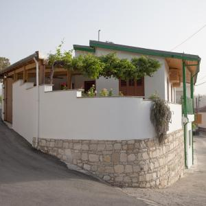 Hotel Pictures: Dorina Cottage 2, Ayios Mamas