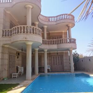 Hotel Pictures: Paradise Villa - King Mariout, King Mariout