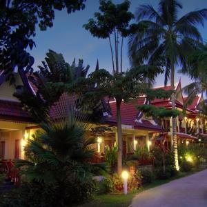 Hotel Pictures: Palm Village, Rawai Beach