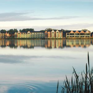 Hotel Pictures: De Vere Cotswold Water Park, Cirencester