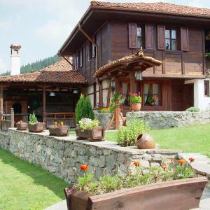 Foto Hotel: Hadji Neikovi Guest Houses, Koprivshtitsa