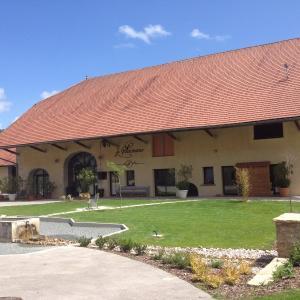 Hotel Pictures: Chambres d'hôtes Le Sainans, Dung