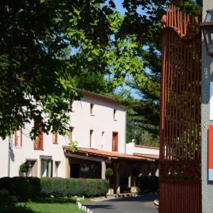 Hotel Pictures: Relais du Silence Le Clos St Eloi, Thiers