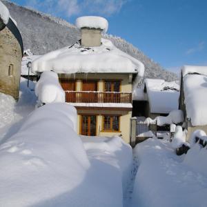 Hotel Pictures: Gite De Montagne Les Sureaux, Vielle-Louron