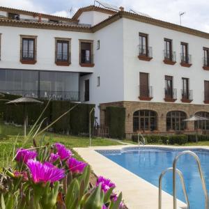 Hotel Pictures: Aparthotel Rural 12 Caños, Galaroza