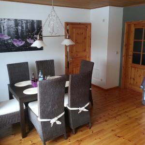 Hotel Pictures: Fewo-Thüringer-Becken, Vehra