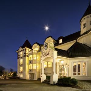 Hotel Pictures: Schloss Hotel Holzrichter, Nachrodt-Wiblingwerde