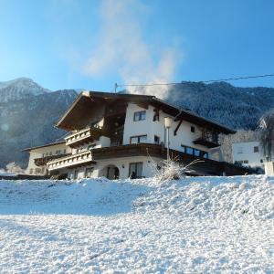 Foto Hotel: Ferienhaus Alpina, Sautens