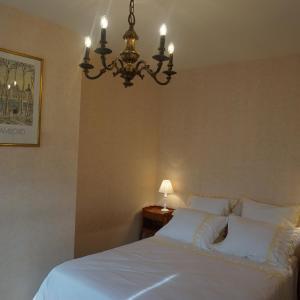 Hotel Pictures: La Touraine Romantique Basilique Plumereau, Tours