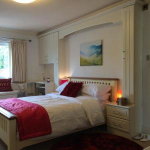 Hotel Pictures: Halebarns House - Airport Boutique Guest House, Hale