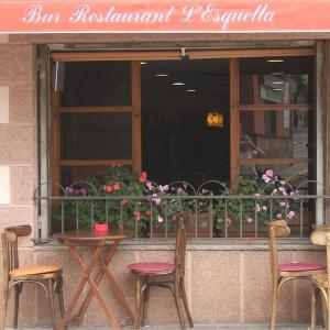 Hotel Pictures: Hostal L'Esquella, Aiguafreda