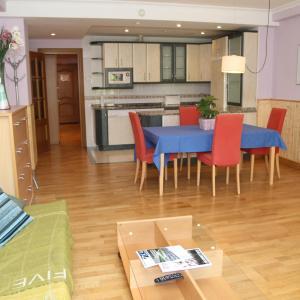 Hotel Pictures: Apartamentos Gebala, Estella