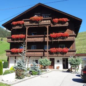 Hotel Pictures: Chalet Maria Theresia, Kals am Großglockner