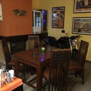 Hotel Pictures: Restaurace-Penzion U Pilota, Kněževes