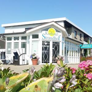 Hotel Pictures: Familien- und Apparthotel Strandhof, Tossens