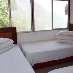 Hotel Pictures: Wudang Mountain Qixingshu Inn, Danjiangkou