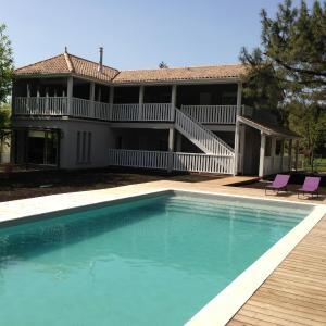 Hotel Pictures: Domaine De Giron, Moulis-en-Médoc