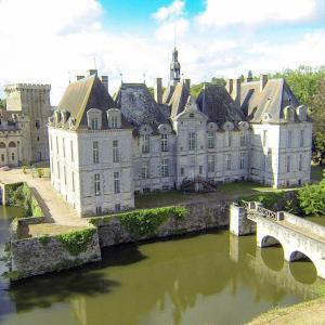 Hotel Pictures: Château de Saint Loup, Saint Loup Lamaire