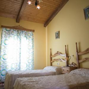 Hotel Pictures: Apartamentos Rurales Arco De Trajano *, Alcántara