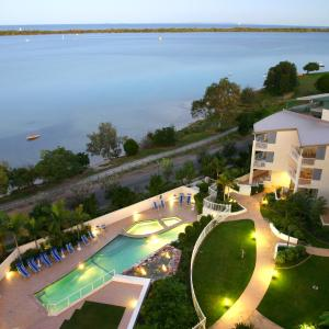 Foto Hotel: Moorings Beach Resort, Caloundra