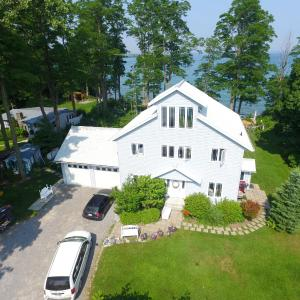 Hotel Pictures: Loughbreeze Bay B&B, Colborne