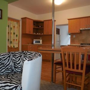 Hotel Pictures: Apartment Blehovi, Malá Veleň