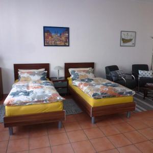 Hotel Pictures: Häusser Apartment+Zimmer, Mühlheim