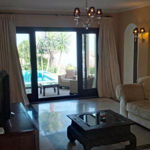 Hotel Pictures: Villa Camino Laurel, Alcaidesa