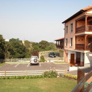 Hotel Pictures: Casa - Apartamentos La Arboleda, Colombres