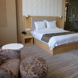 Hotel Pictures: Tianzhu Mountain Buckingham Palace Hotel, Qianshan