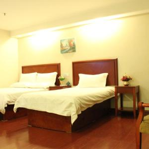 Hotel Pictures: GreenTree Inn Shanghai Pudong Airport Yanchao Highway Business Hotel, Nanhui
