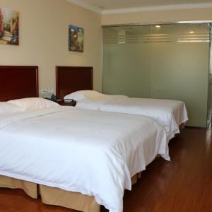 Hotel Pictures: GreenTree Inn ShanDong YanTai Development Zone International Airport Shell Hotel, Penglai