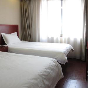 Hotel Pictures: GreenTree Alliance Shandong Qingdao Huangdao Zhangyanshan Road Zhongyang Hotel, Huangdao