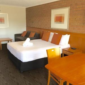 酒店图片: James Street Motor Inn, 土乌巴