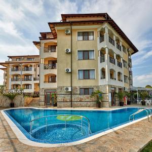 Hotel Pictures: Toma's Residence- All Inclusive, Tsarevo