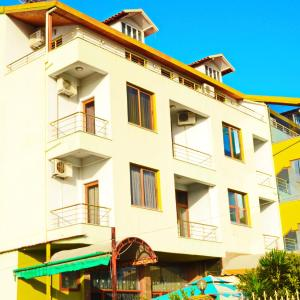 Hotel Pictures: Hotel Gjeli, Fier