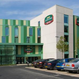 Hotel Pictures: Courtyard by Marriott London Gatwick Airport, Gatwick
