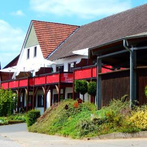 Hotel Pictures: Reiter- Und Ferienhof Redder, Bad Driburg