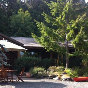 Hotel Pictures: Seal Beach Cottage, Mayne Island