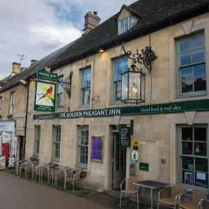Hotel Pictures: The Golden Pheasant Hotel, Burford