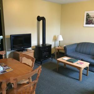 Hotel Pictures: Shallow Bay Motel & Cabins Conference Centre, Cow Head